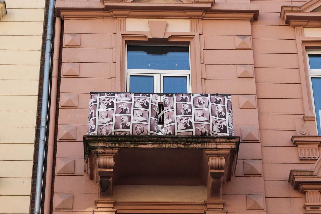 Balkon Mit Marylin Monroe Sichtschutz