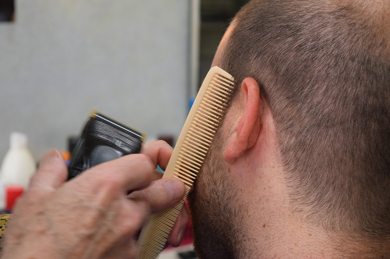 Barbier Von Sevilla Cutting Hair Designstudent PabloOsuna