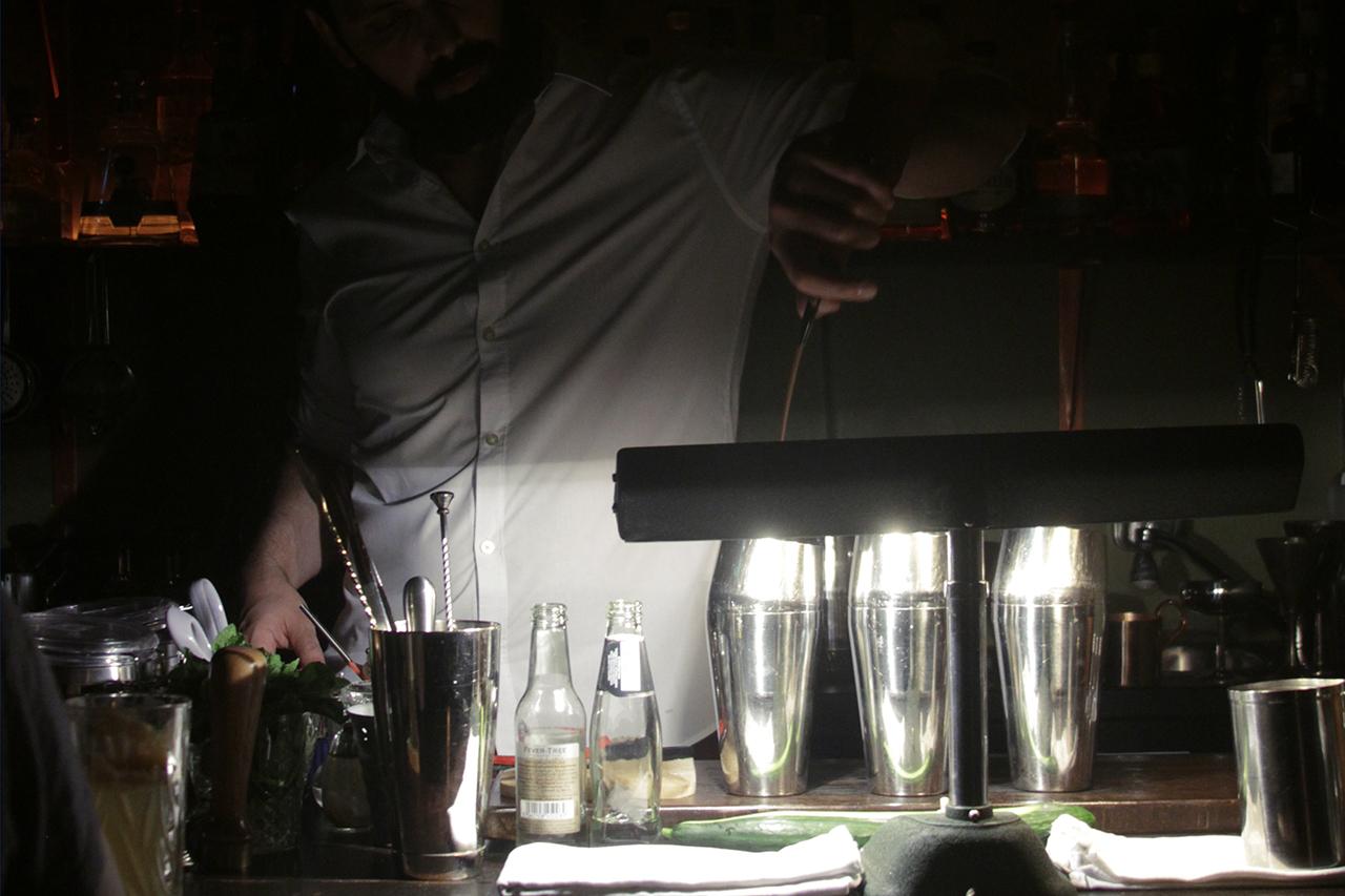 Kinlybar Barkeeper Designstudentin AnnaWeistand