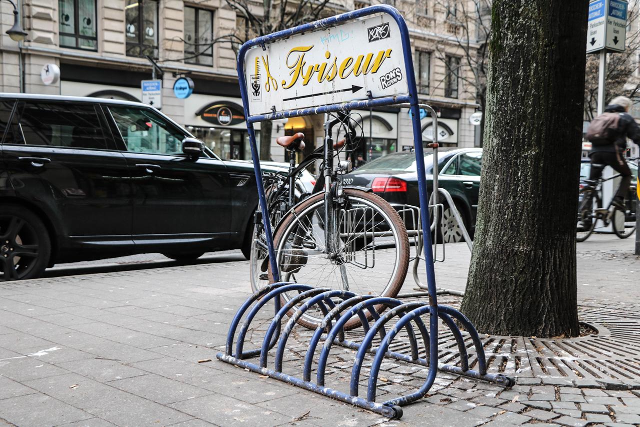 Fahrradständer Vor Friseursalon