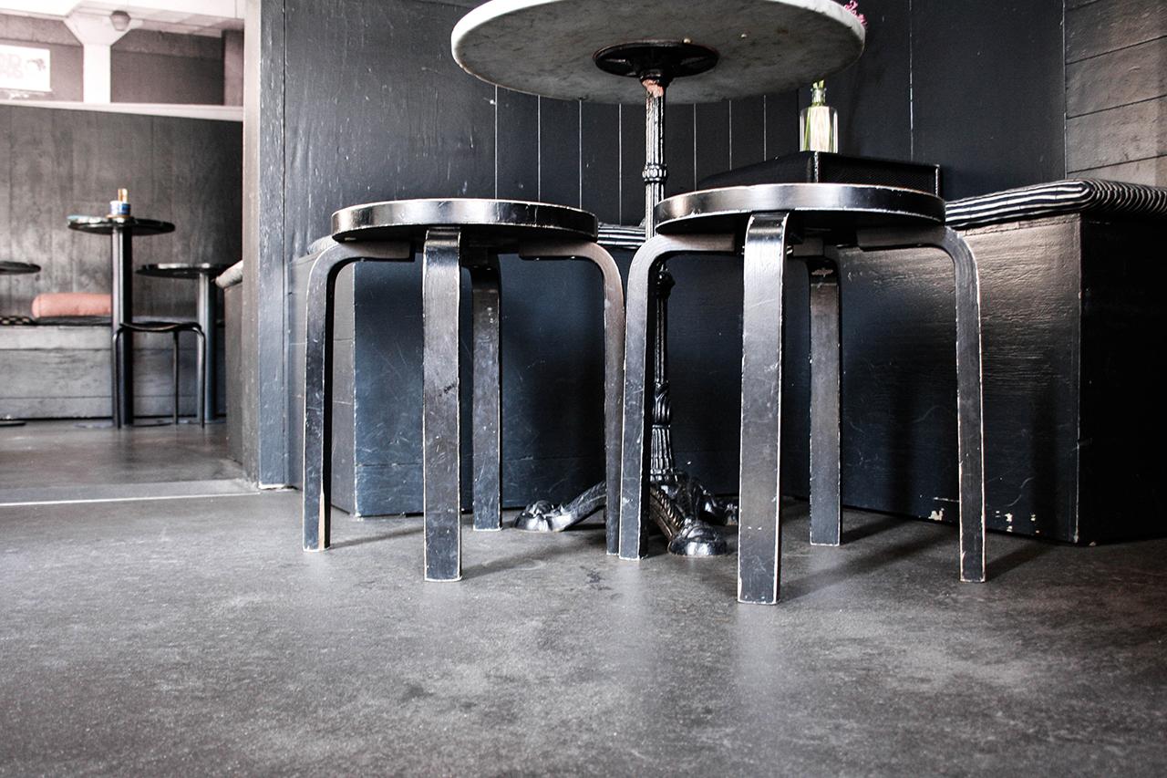 Artek-Stühle Im Plank