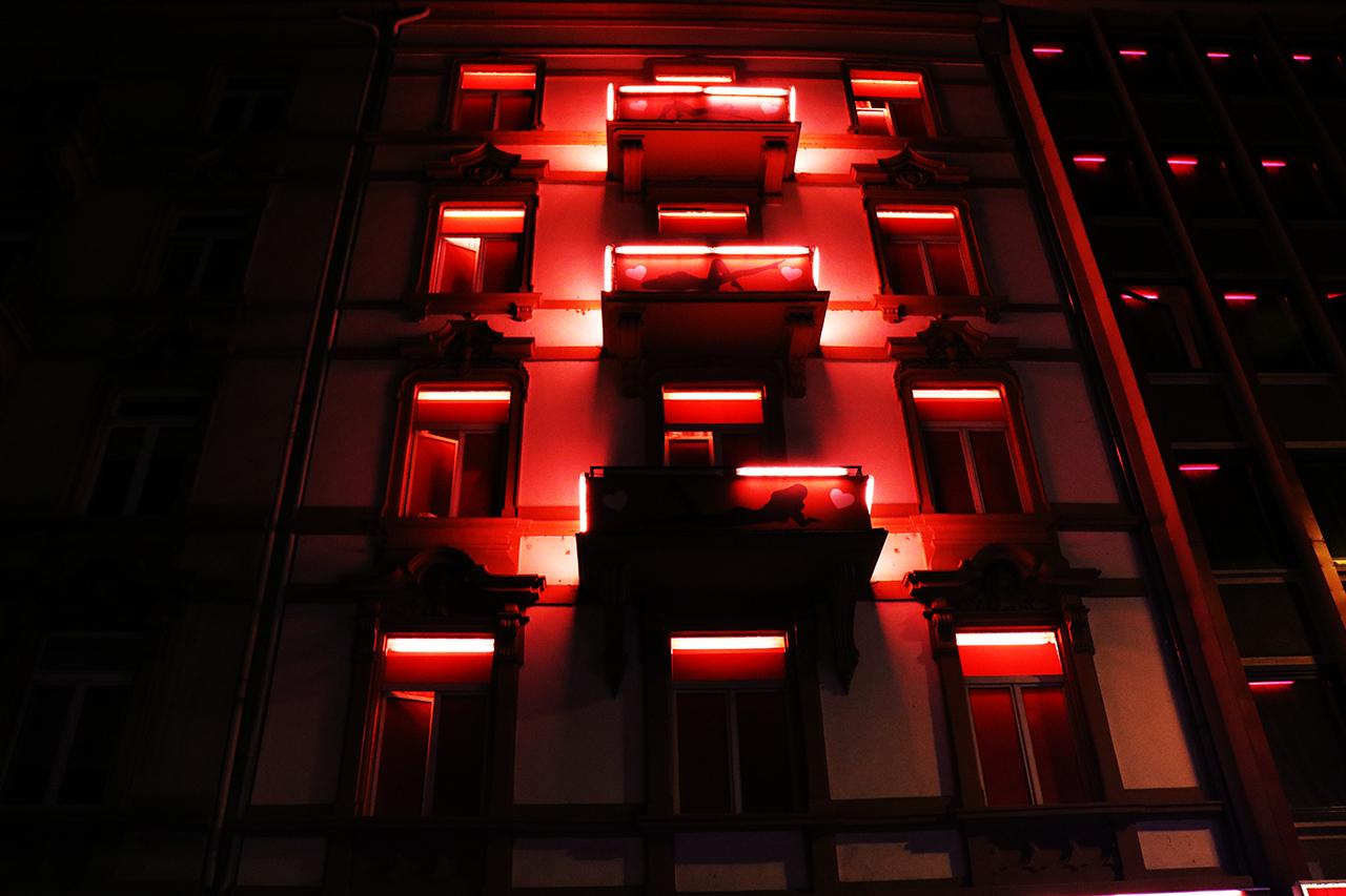 """Das """"Rotlicht"""" Im Rotlichtviertel"""